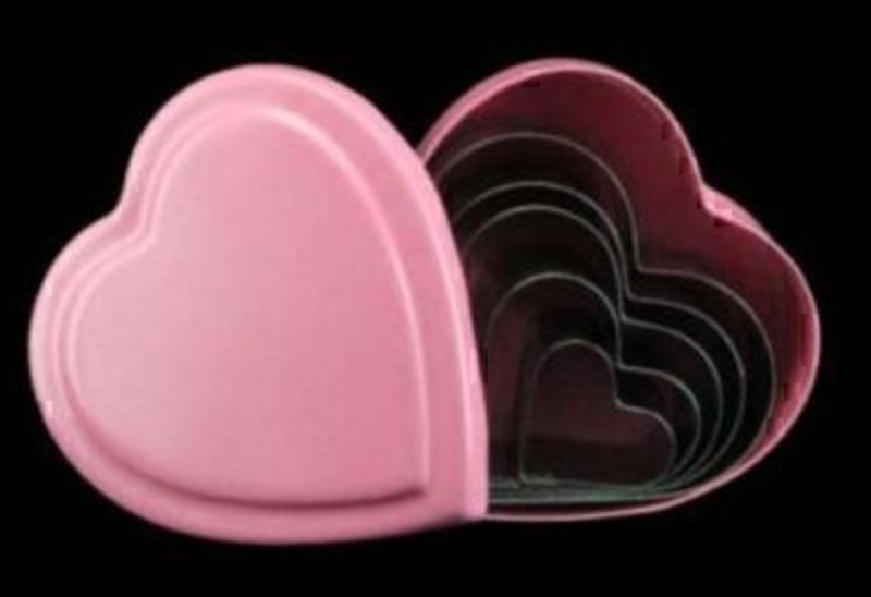 5 Heart Cookie Cutters In Pink Tin Box By Gisela Graham: Booker Gifts