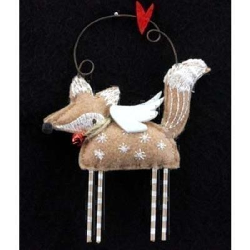 Shabby chic retro style fox hanging tree decoration. Made from felt fabric this cute fox will look charming on your Christmas tree. Approx size (LxWxD) 9x7.5x1.5cm