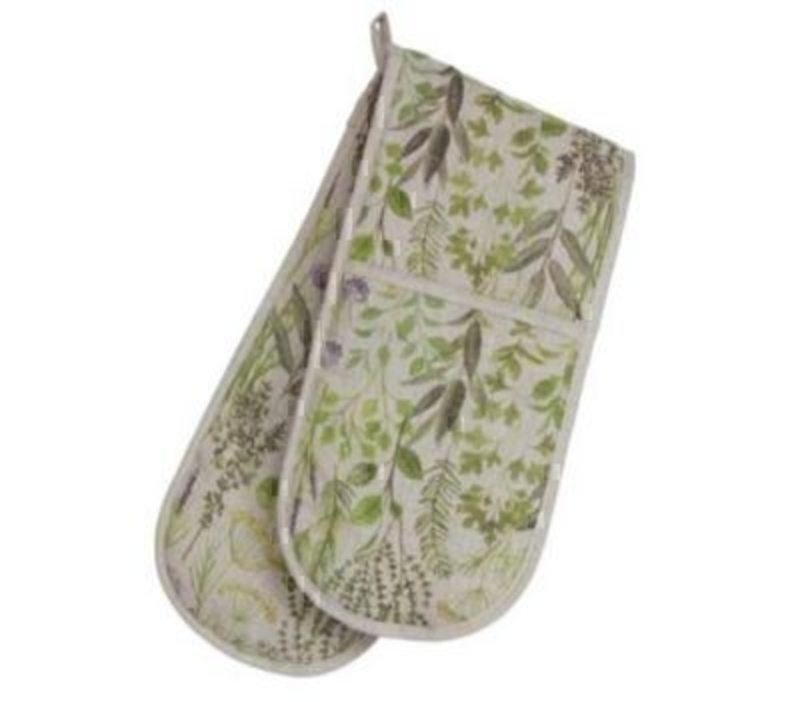 This Herb Design Fabric Double Oven glove by designer Gisela Graham matches our other products in the same range - the tea cosy and peg bag and apron. This would be the perfect gift for anyone who likes gardening or a gift for someone who enjoys plants. Size: 18x88cm