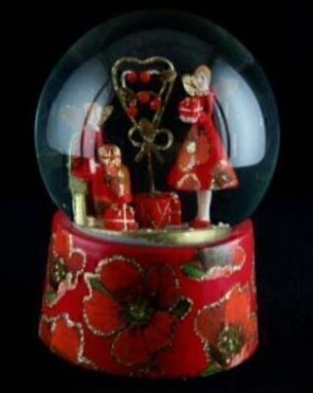 Red Rose Christmas Musical Snow Dome by Gisela Graham. Size 100mm . Made from 85% polyresin - 10% pure water - 5% glass Tune: 'Hark the Herald Angels Sing' Size 15x10cm