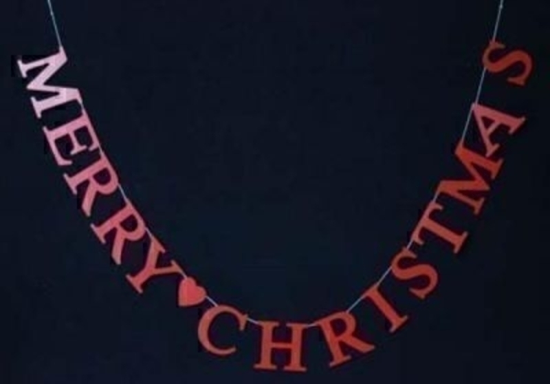 Red Wood Merry Christmas Garland by Gisela Graham. Red wooden garland spelling out - Merry Christmas.  Simple yet stylish this Christmas Garland would fit in well with traditional Christmas Decorations. Size 142x9x0.5cm<br><br>