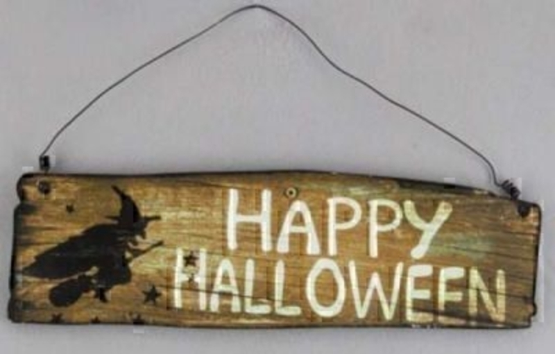 Wooden Happy Halloween Witch Sign by Gisela Graham. Saying Sign Plaque with the caption 'Happy Halloween' and picture of a witch. Great Halloween party decoration. Size 36x10.5x1cm