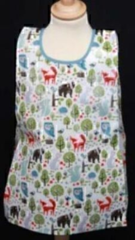 Part of the Woodland Friends range by Gisela Graham. PVC wipe clean apron / tabard. A great gift for the budding artist. Size 54x40cm