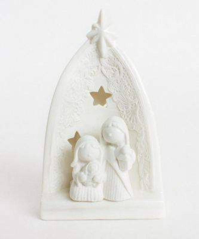 This is a gorgeous little ceramic T-light holder, the backlight from the candle lights up a nativity scene which includes the baby Jesus being held. The detailing is outstanding and looks fantastic under the candle light. Led Candle included. Size 18x1