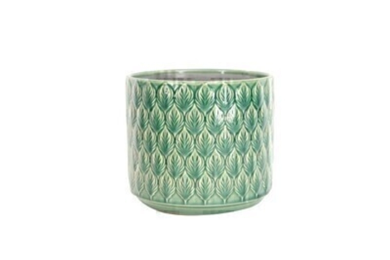 <p>Green Ceramic Pot Cover with Leaf design by the designer Gisela Graham who designs really beautiful gifts for your garden and home. Suitable for an artifical or real plant. Great to show off your plants and would make an ideal gift for a gardener or someone who likes plants. Also comes available in other colours. Size (LxWxD) 15x17x17cm</p>