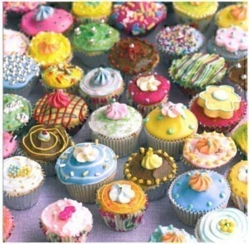 Colourfully decorated cupcakes create a vibrant design on this greeting card left blank inside for you own message. Comes with bright yellow envelope. Size: 16x16cm