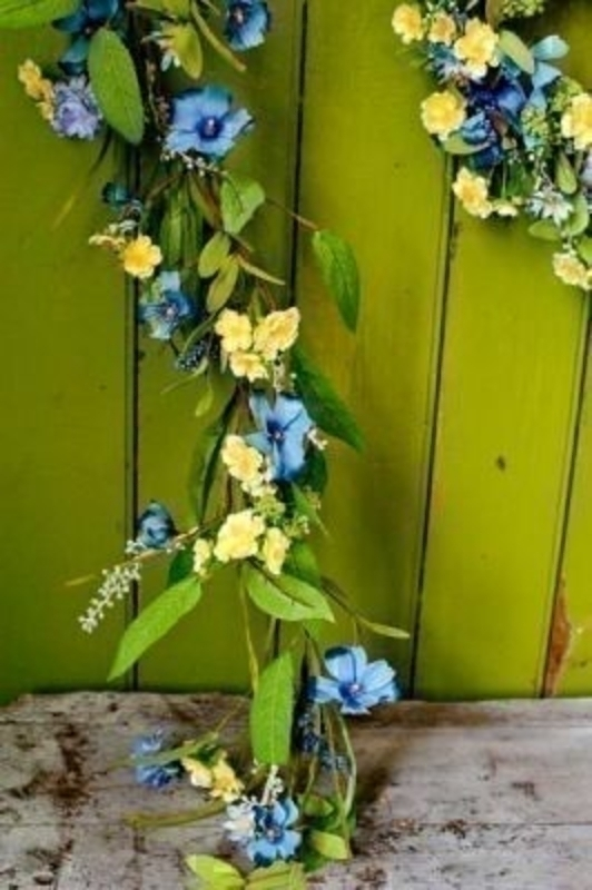 Meadow Garland of Yellow and Blue Flowers by Bloomsbury. This quality artificial floral garland will compliment any room decoration. The Blue and Yellow flowers make it particularly good for Spring and Easter. Length 1.5m.