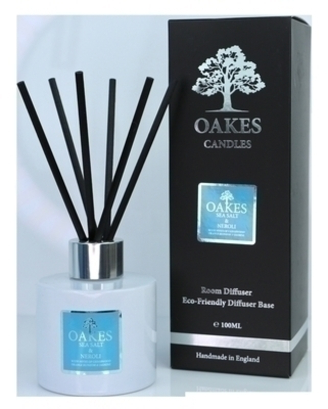 Oakes Vegan friendly artisan luxury diffuser for your home in Sea Salt and Neroli. Made locally in Liverpool.  The diffuser liquid is housed in simple cylindrical white glassware with a silver screw on cap. The 100ml Diffuser is elegantly finished with a metallic silver label. Each diffuser has black natural fibre reeds designed to give you the maximun throw of fragrance from your diffuser. Finally this luxury Oakes Diffuser is elegantly packaged in a bespoke stylish foil Oakes Presentation Box.