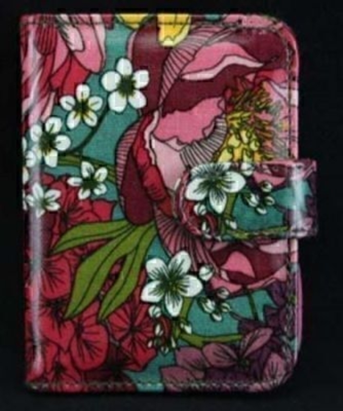 Part of the peony range by designer Gisela Graham. This wipe clean PVC card wallet Peony is a great gift for someone who likes to be organised. 10 wallets to hold your cards in. Size 9.5x11.5x2cm